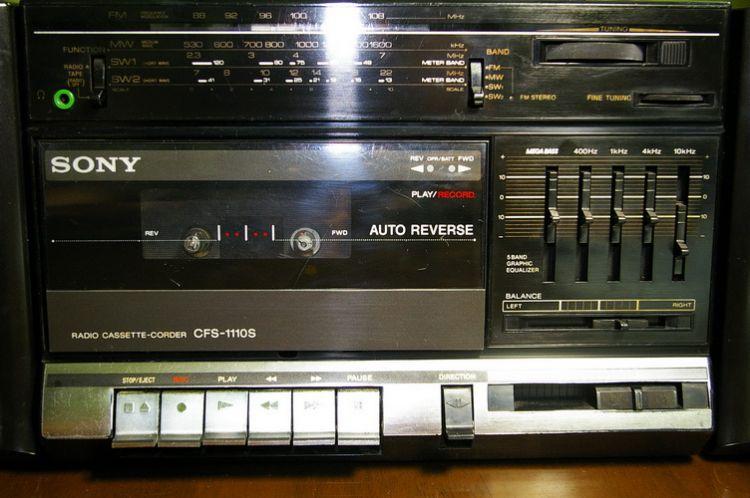 Chiếc radio là người bạn đồng hành thần thiết cùng học tiếng Anh với ba tôi